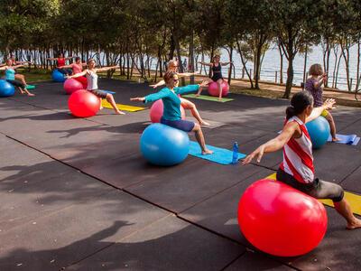 Cvičení s fitbaly v Lanterně | CK Capro